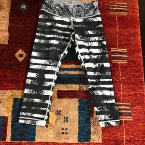 Lululemon, size 6, 3/4 leggings.